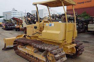 Công an huyện Thanh Trì tạm giữ 1 máy ủi Komatsu