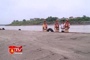 Ra quân xử lý các hành vi khai thác cát trái phép trên sông Hồng