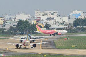 Dùng hộ chiếu giả, hành khách nước ngoài kẹt hơn tháng ở Tân Sơn Nhất