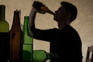 Bi kịch 'vợ bán rượu, chồng chết vì rượu' và điều ước một ngày bố tỉnh rượu