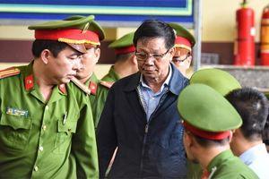 Tại sao cựu Tổng cục trưởng Tổng cục Cảnh sát không bị còng tay khi đến tòa?