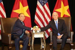 Thủ tướng Nguyễn Xuân Phúc gặp Phó tổng thống Mỹ bên lề ASEAN