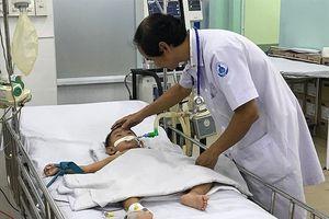 Cứu sống 2 bé bị tay chân miệng độ 4 biến chứng