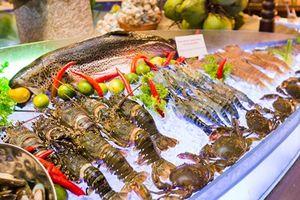 Quản lý nước ngoài tử vong bất thường sau khi ăn hải sản cùng đồng nghiệp