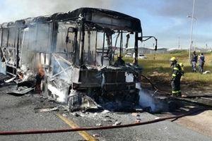 Cảnh sát hộ tống xe buýt để ngăn nguy cơ bị tấn công