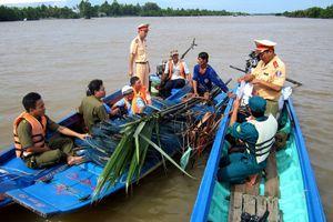 Cà Mau: Tiếp tục giải tỏa chướng ngại vật trên sông