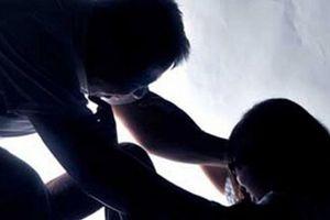 Cha dượng đồi bại nhiều lần xâm hại con gái 5 tuổi của vợ