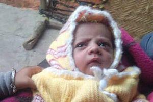 Bé trai 12 ngày tuổi bị khỉ tha chết thương tâm khi đang ở trong vòng tay của mẹ