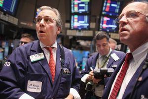 Chứng khoán Mỹ 'loạng choạng' vì giá dầu giảm quá mạnh