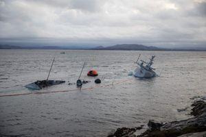 Khu trục hạm Na Uy bị tàu chở dầu đâm rách thân sắp chìm hẳn