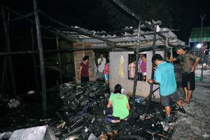 Bé gái bại liệt chết thương tâm trong căn nhà bốc cháy ở Cà Mau