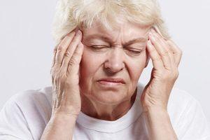 Vì sao bệnh đột quỵ ở người cao tuổi gia tăng khi thời tiết chuyển lạnh?