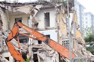 Hình ảnh phá dỡ chung cư khiến nhiều người 'lạnh gáy' trên đất vàng Thủ đô