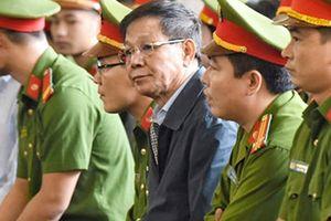 Đang hầu tòa, ông Phan Văn Vĩnh bất ngờ phải vào phòng y tế