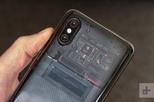 Xiaomi bán Mi 8 Pro mặt lưng trong suốt tại Việt Nam, giá 14,99 triệu đồng