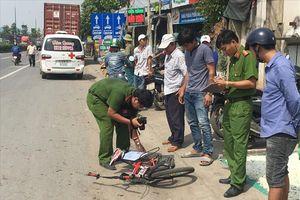 Tai nạn giữa xe container và xe đạp tại ngã tư tử thần, một bà cụ tử vong