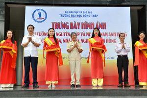 Đại tá – Nhà báo Trần Hồng tặng 70 bức ảnh quý cho Đại học Đồng Tháp