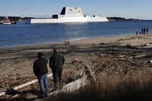 Siêu hạm Zumwalt phải thay động cơ khi chưa kịp trang bị