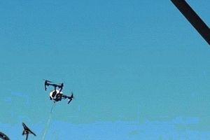 Ngớ người vì bị thiết bị bay không người lái… cướp xe đạp