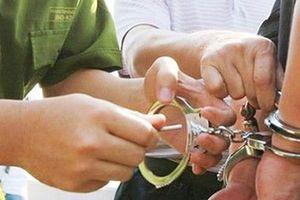 Tạm giam hai đối tượng dùng ảnh khỏa thân đe dọa nạn nhân đưa 100 triệu đồng