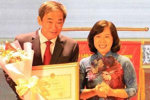 Đại học Quốc tế Hồng Bàng nhận bằng khen trong đổi mới, sáng tạo