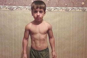 Cơ bắp của 'Kẻ hủy diệt' nhí Nga khiến triệu người ngỡ ngàng