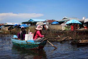 Đoàn công tác liên ngành Việt Nam làm việc về vấn đề di dời người dân Việt Nam tại Biển Hồ