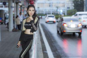 Hoa hậu Phan Thị Mơ xuất hiện tươi tắn ở sân bay