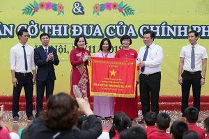 Trường Tiểu học Lê Quý Đôn đón nhận Cờ thi đua của Chính phủ