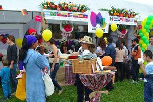 Chuyện về lễ hội 'vòng quanh thế giới' độc, lạ ở Hà Nội