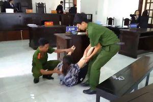 Bảo mẫu dùng kéo dọa học sinh ở Bình Chánh ngất xỉu khi nghe tuyên án