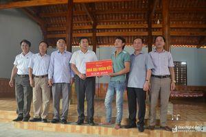 Trưởng Ban Nội chính Tỉnh ủy dự Ngày hội Đại đoàn kết ở Quỳ Châu