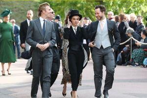 Siêu mẫu Cara Delevingne phá vỡ nguyên tắc thời trang đám cưới hoàng gia Anh