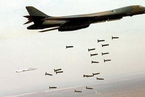 Liên quân Mỹ thả bom chùm xuống miền Đông Syria