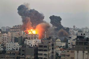 Cảnh tòa nhà sập khủng khiếp vì dính bom của Israel