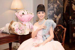 Nàng thơ xứ Huế, Linh Nga mặc váy hồng ngọt ngào như kẹo mừng tuổi mới hoa hậu Giáng My