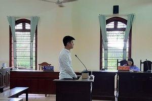 Cần Thơ: Phạt 18 tháng tù cho hành vi đánh người khi bị giật mic hát karaoke
