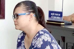Bảo mẫu dùng dép bạo hành trẻ ở Bình Chánh lãnh 18 tháng tù