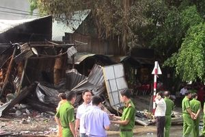 Cháy lớn 3 ki ốt trong đêm, một người tử vong