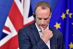 Chính trường Anh lại lao đao khi Bộ trưởng Brexit đột ngột từ chức