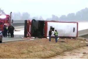Lật xe buýt ở Mỹ, 46 người thương vong