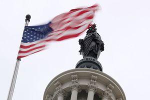 Chi tiêu công của Mỹ lần đầu vượt 2.000 tỷ USD