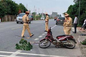 Cán tử vong người đi xe máy, tài xế ô tô thản nhiên lái xe vào kho đổ hàng