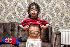 Cậu bé 5 tuổi sở hữu thân hình 6 múi như lực sỹ