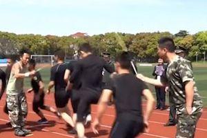 Màn nhảy dây đồng đội của lính cứu hỏa Trung Quốc