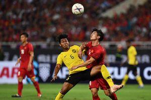Tình huống Công Phượng, Quang Hải bị cầu thủ Malaysia chơi xấu
