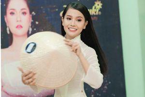 'Bản sao' Ngọc Trinh khiến Hoa hậu Hương Giang thích thú tại buổi casting 'The Tiffany Vietnam'