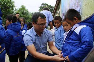 Nghệ An:Trao hơn 1000 'áo ấm mùa đông' đến với học sinh miền núi