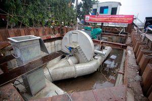 Tạm chi gần 10 tỉ đồng thuê máy bơm 'khủng' đường Nguyễn Hữu Cảnh
