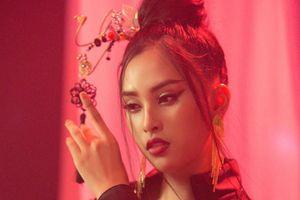 Tiểu Vy vào top 30 phần thi tài năng nhờ hát hit 'Lạc trôi' của Sơn Tùng M-TP